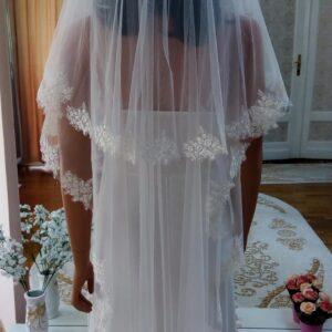 Csillámos csipke szélű tört fehér menyasszonyi fátyol