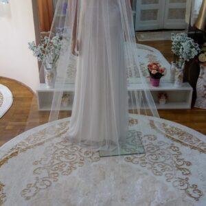 Hosszú csipke díszítés menyasszonyi fátyol