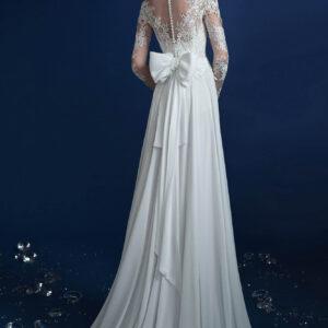 Hosszú csipke ujjas, lágy esésű menyasszonyi ruha 1