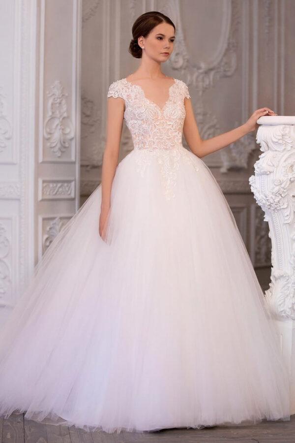 Csipke vállas tört fehér tüll menyasszonyi ruha