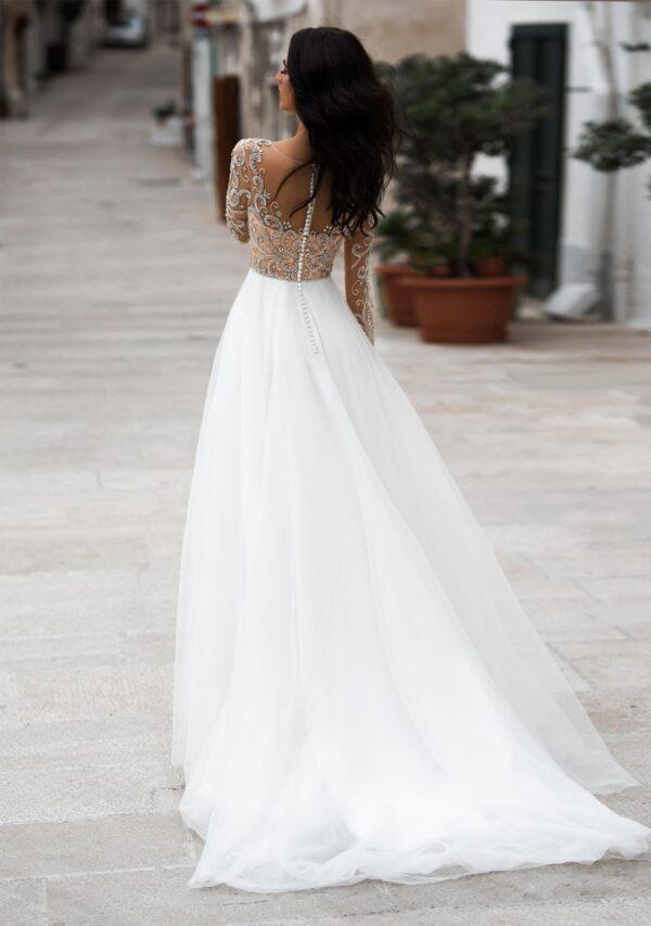 Lágy esésű tüll és csipke menyasszonyi ruha 1