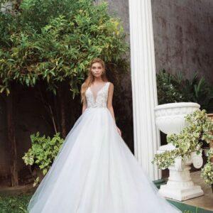 Vállpántos fehér tüll menyasszonyi ruha
