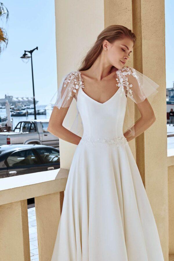 Vállpántos, tört fehér A-vonalú menyasszonyi ruha 1
