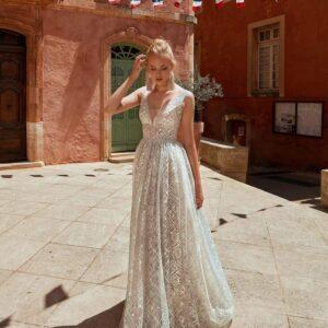 Csillogó vállpántos menyasszonyi ruha