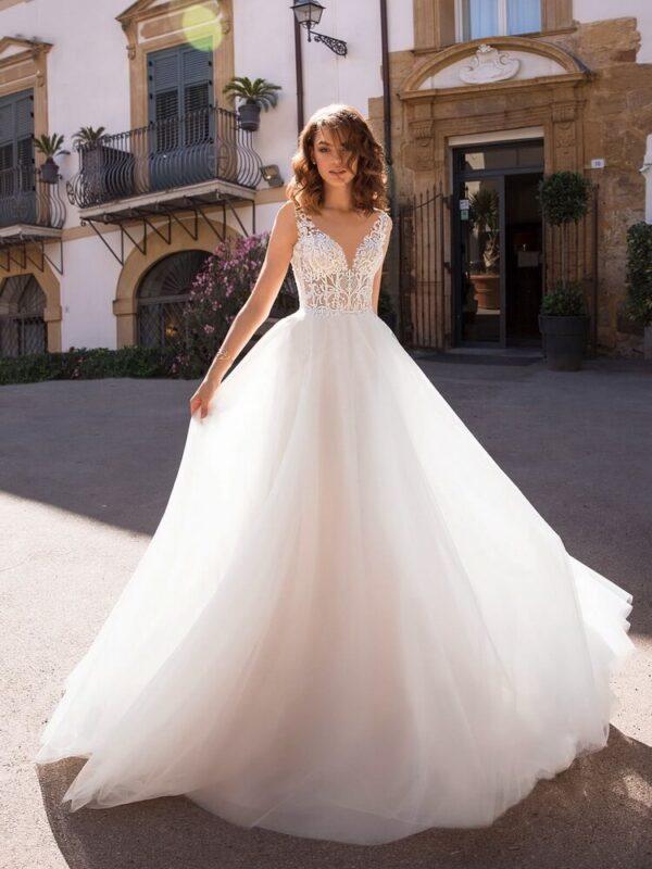 Lágy esésű tüll menyasszonyi ruha