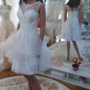 Rövid fodros vállpántos tüll menyasszonyi ruha 1