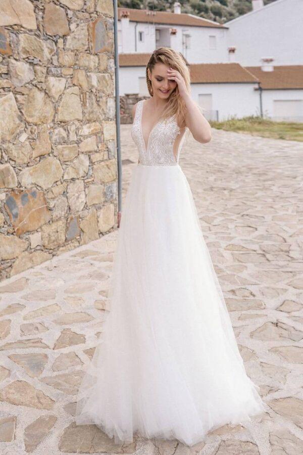 Vállpántos lágy esésű tüll menyasszonyi ruha 1