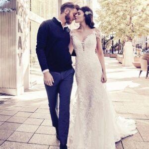Ejtett vállas csipke és tüll sellő menyasszonyi ruha 1
