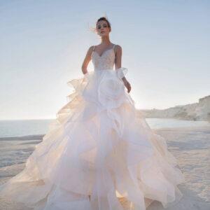 Vállpántos, kristályos fodros menyasszonyi ruha 1