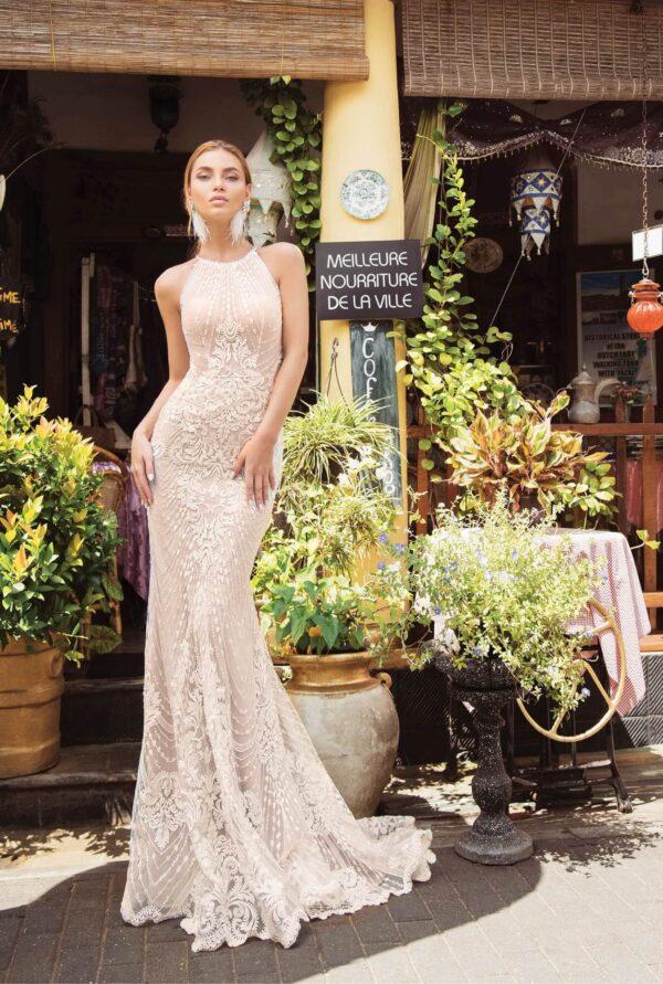 Karamell zárt nyakú félsellő menyasszonyi ruha