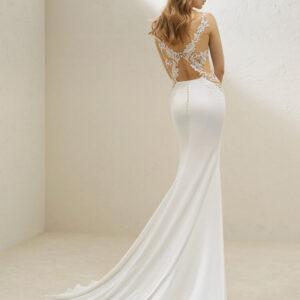 Oldalt csipke, zárt karcsúsított menyasszonyi ruha