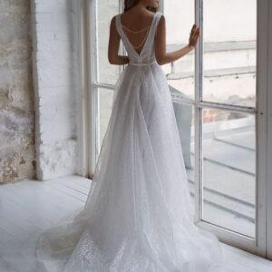 Zárt vállpántos fehér csipke menyasszonyi ruha 1