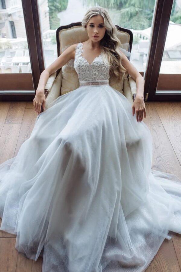 Csillogó tüllös, csipke vállpántos menyasszonyi ruha 1