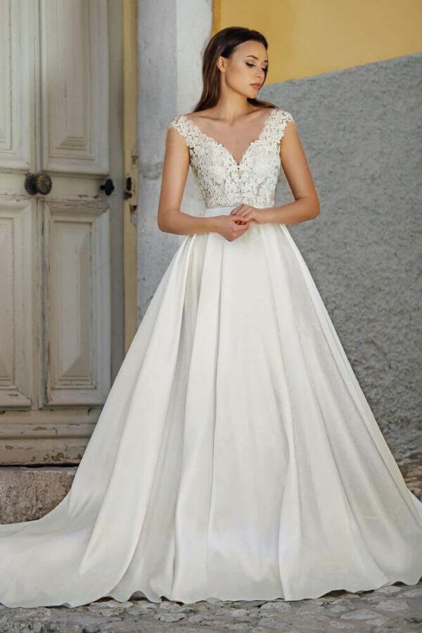 Tört fehér, csipke vállpántos selyemszatén menyasszonyi ruha 1