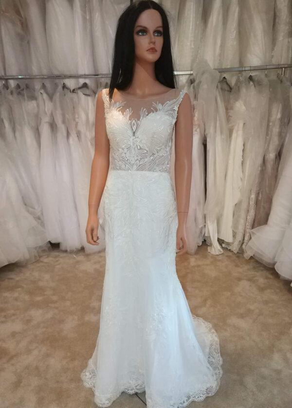 Tört fehér, karcsúsított, félsellő menyasszonyi ruha1