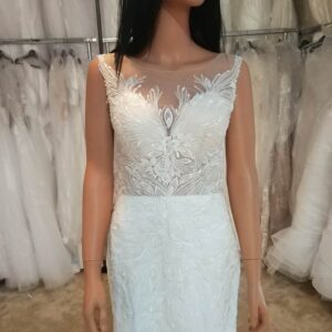 Tört fehér, karcsúsított, félsellő menyasszonyi ruha