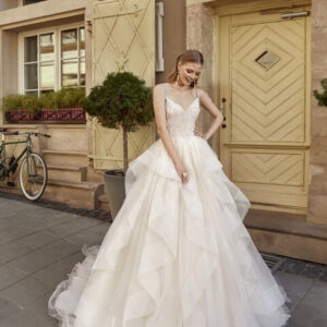Tört fehér, vállpántos, hullámos esküvői ruha 1