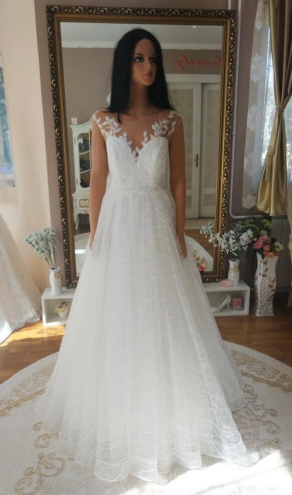 Tört fehér, leveles, A vonalú csillámos tüll menyasszonyi ruha 1