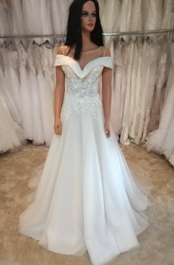 Ejtett vállpántos karamell menyasszonyi ruha 1