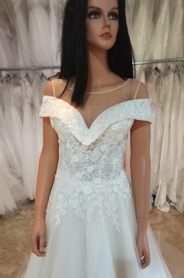 Ejtett vállpántos karamell menyasszonyi ruha 3