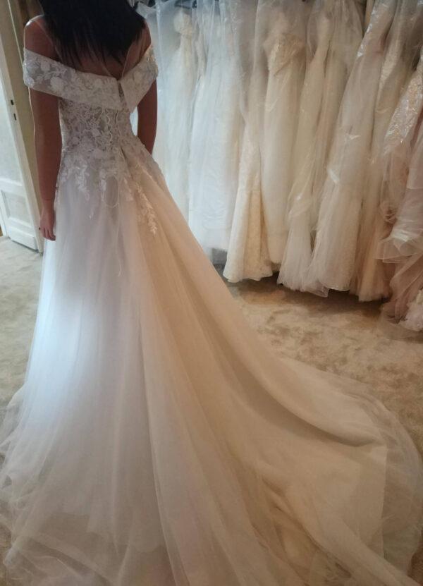 Ejtett vállpántos karamell menyasszonyi ruha 4