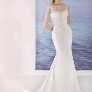 Fehér düsszesz és csipke menyasszonyi ruha