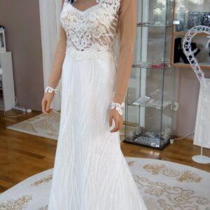 Hosszú ujjas, flitteres, karcsúsított menyasszonyi ruha 3