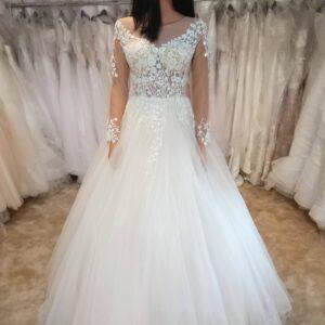 Hosszú ujjas tüll menyasszonyi ruha