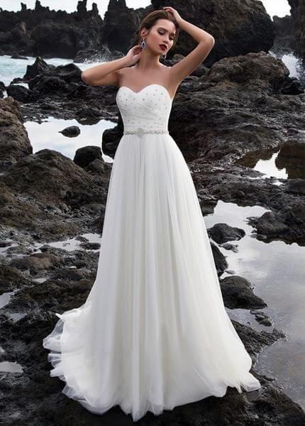 Kristályos, lágy esésű tüll menyasszonyi ruha