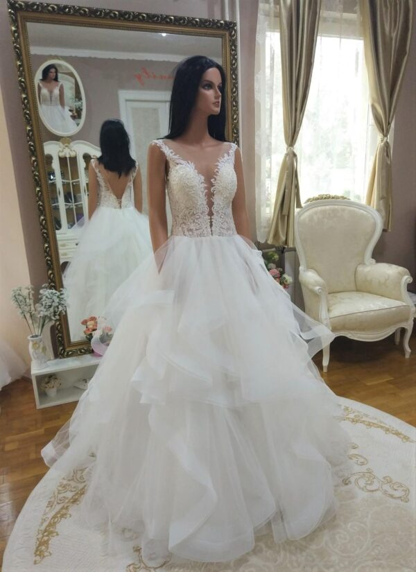 tort-feher-fogros-csipke-tull-menyasszonyi-ruha-1