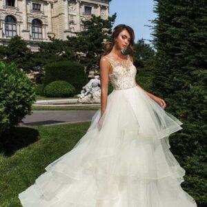 zárt virágos, vállpántos hullámos menyasszonyi ruha