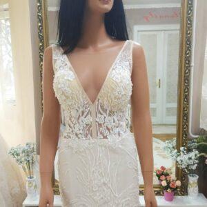 Hasított, rövid vállpántos menyasszonyi ruha