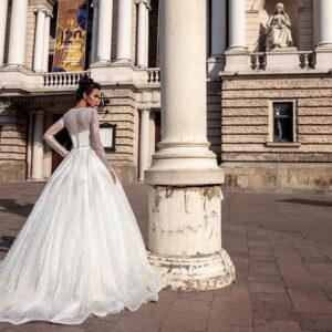 Csillámló és flitteres ujjas menyasszonyi ruha 2