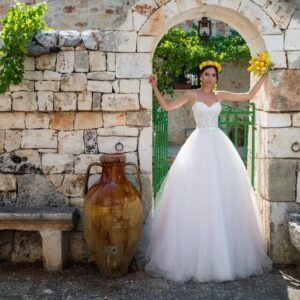 Fehér, csipkés menyasszonyi ruha 1
