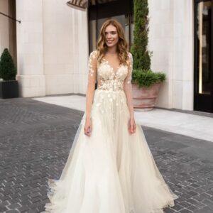 Tört fehér, test tüllös virágos menyasszonyi ruha 1