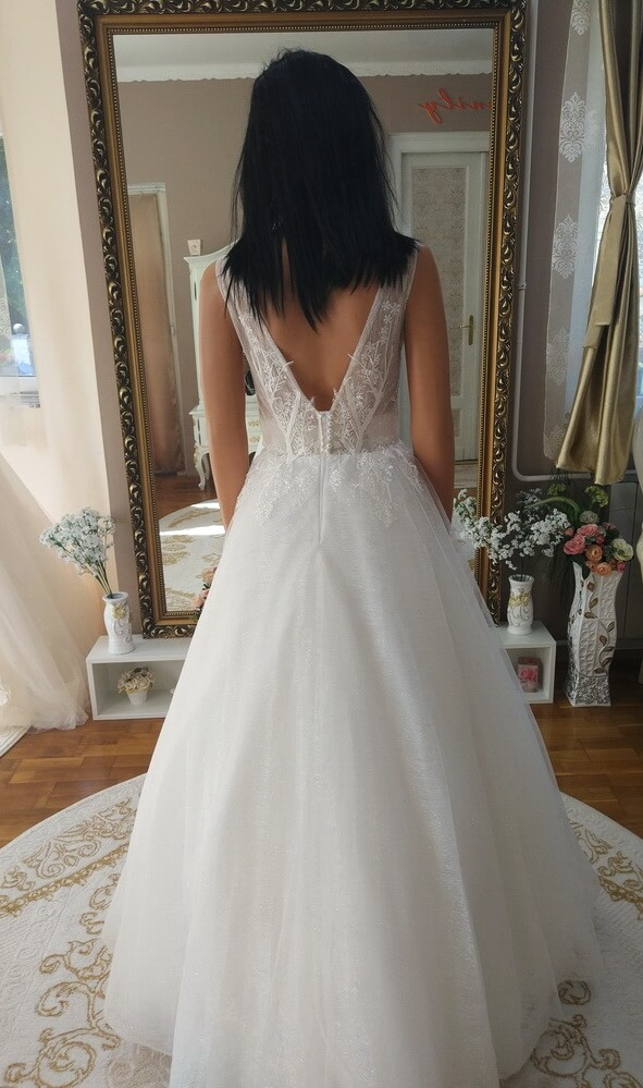 Vállpántos, csillámos tüll menyasszonyi ruha 1