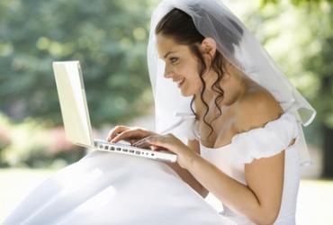 A menyasszonyi ruha online felkutatása időt és energiát spórol neked