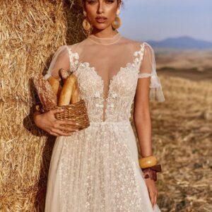 Cappuccino, zárt, lágyesésű tüll menyasszoyi ruha 1