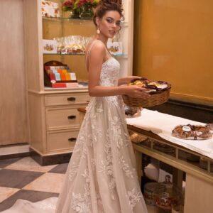 Cappuccino , vállpántos csipke menyasszonyi ruha