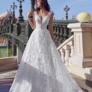 Csipkés, vállpántos A-vonalú menyasszonyi ruha