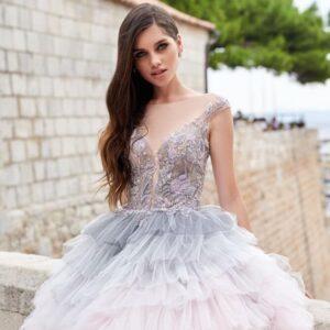 Fodros, színes tüllös menyasszonyi ruha 1
