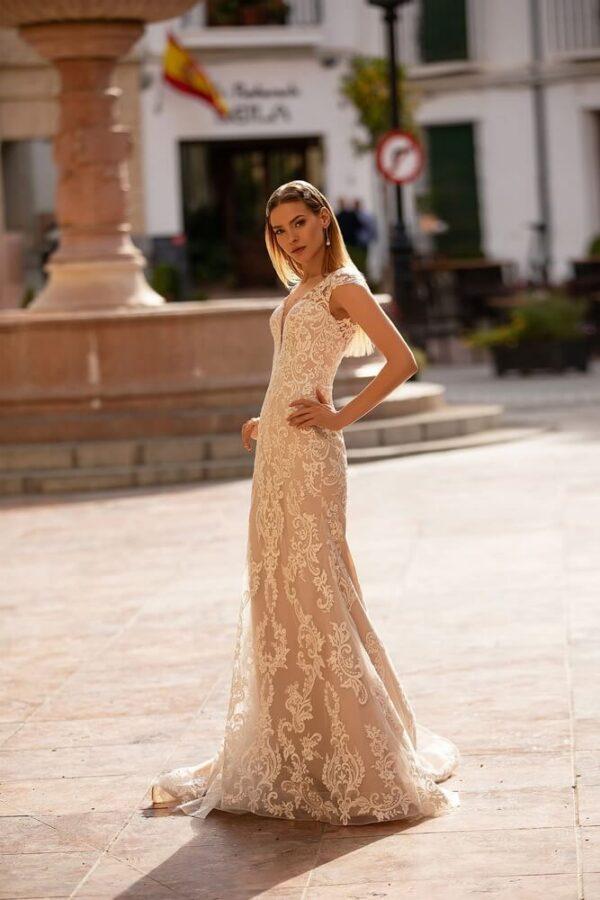 Púder csipke menyasszonyi ruha