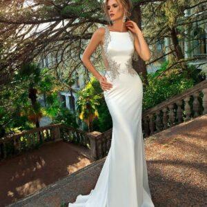 Selyemszatén, törtfehér karcsúsított menyasszonyi ruha 1