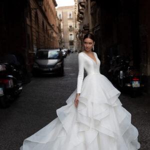 Tejfehér, szatén és tüll hullámos menyasszonyi ruha 1