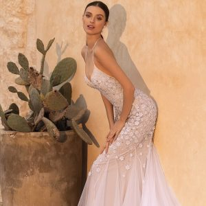 Light púder-karamell virágos karcsúsított menyasszonyi ruha 1
