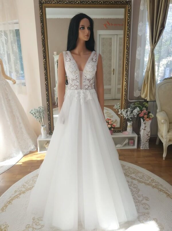Tört fehér, vállpátos tüll menyasszonyi ruha 1