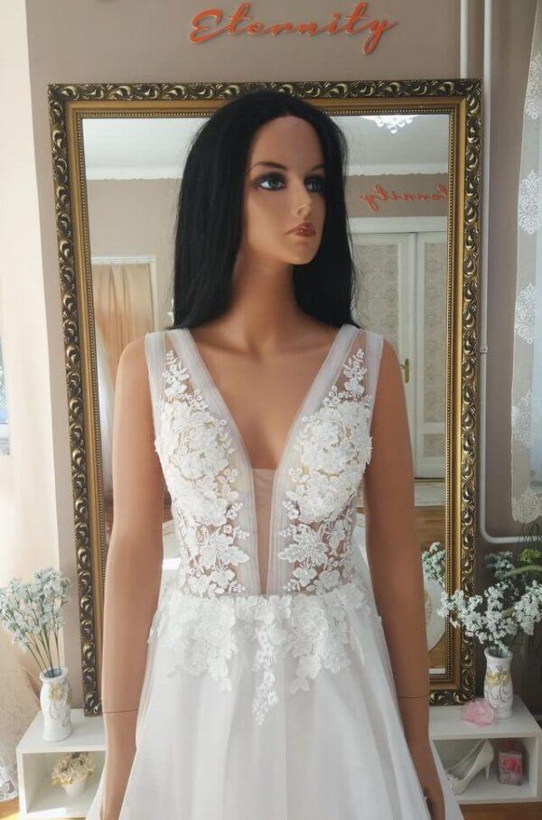 Tört fehér, vállpátos tüll menyasszonyi ruha