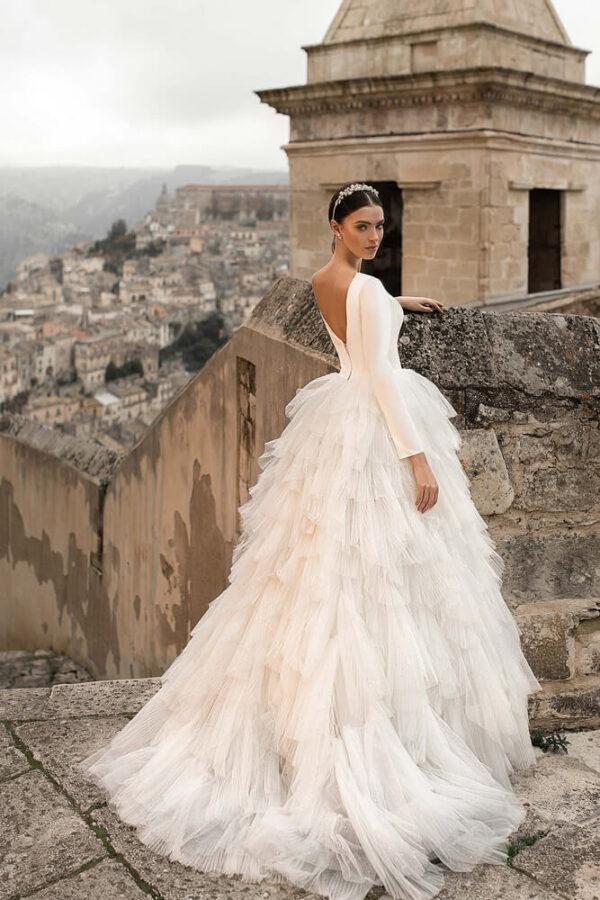 Hosszú ujjas, tépett tüll menyasszonyi ruha 1