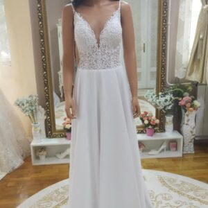 Vállpántos, lágy esésű chiffon menyasszonyi ruha