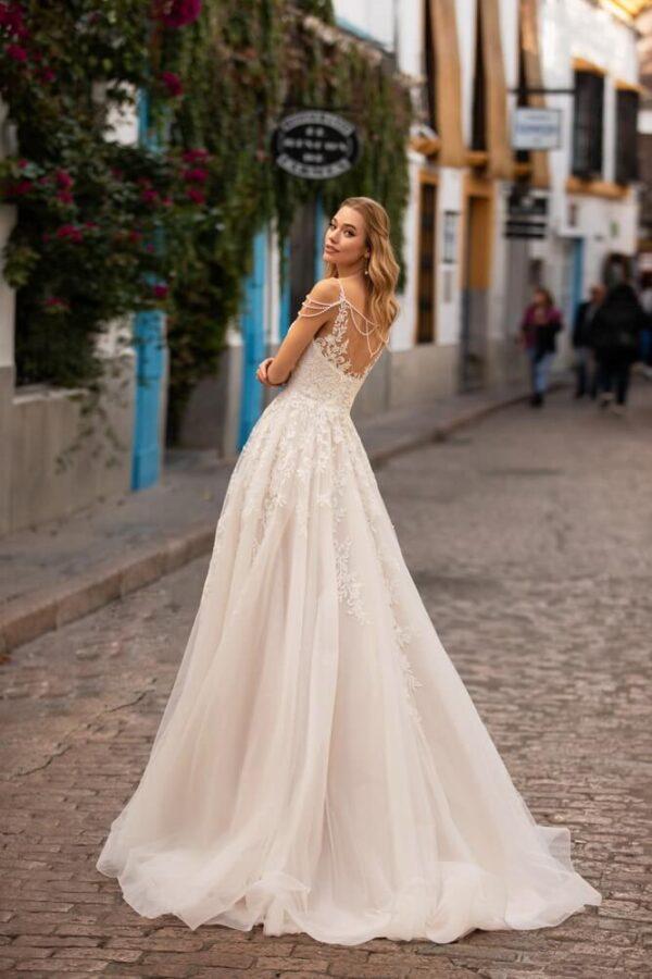 a-vonalu-light-puder-tull-viragos-menyasszonyi-ruha-2